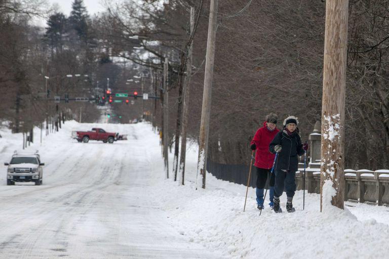 Νέα Υόρκη: Η χιονοθύελλα Τζούνο δεν ήταν τόσο ισχυρή όσο αναμενόταν | tovima.gr