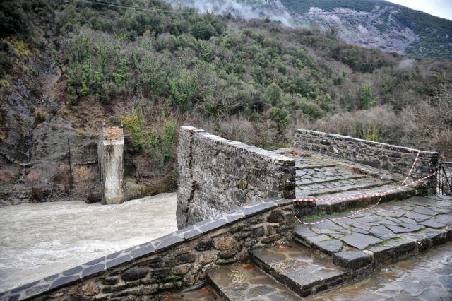 Ηπειρος: Εργασίες αποκατάστασης του γεφυριού της Πλάκας | tovima.gr