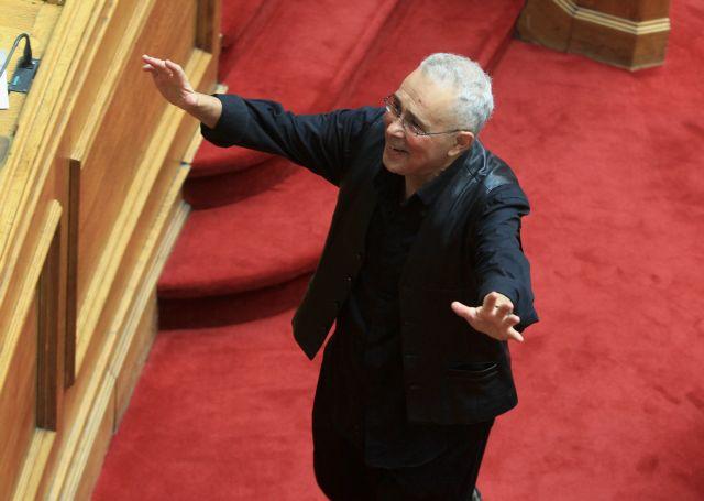 Ζουράρις: «Εμάς τους Αριστερούς συμφέρει να βγει ο Αδωνις» | tovima.gr