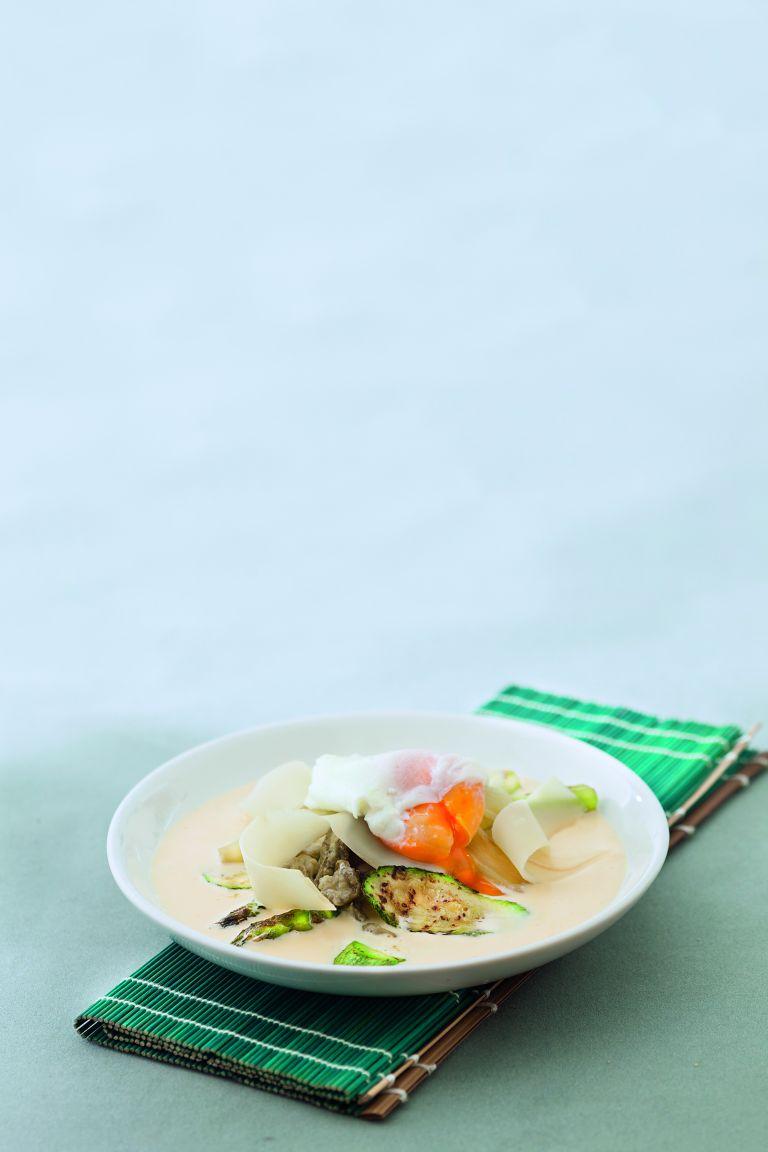 Ψητά λαχανικά σε βινεγκρέτ φέτας με μελάτο αβγό | tovima.gr