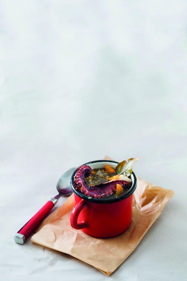 Σούπα φακές και χταπόδι στη γάστρα   tovima.gr