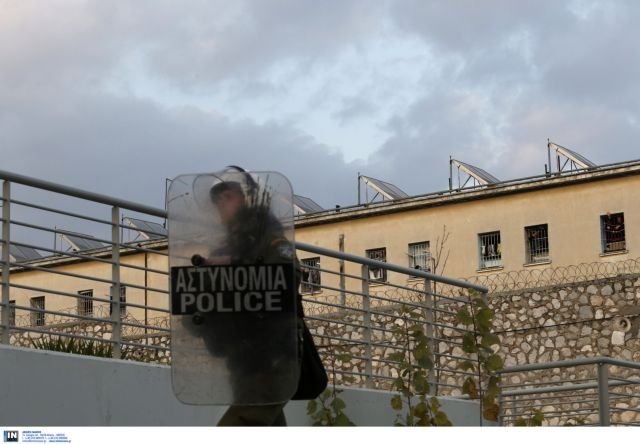 Major reactions at Korydallos over the upcoming Golden Dawn trial | tovima.gr