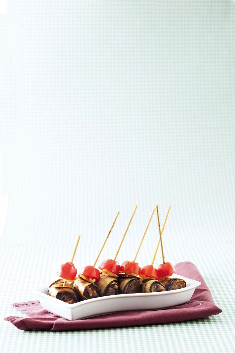 Μελιτζάνες «μπογαλάκια» με αρνί | tovima.gr