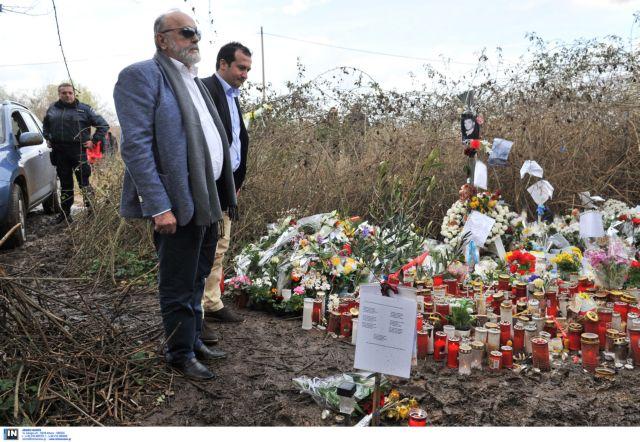 Π. Κουρουπλής: Άφησε λουλούδια στο σημείο που βρέθηκε νεκρός ο Βαγγέλης Γιακουμάκης | tovima.gr