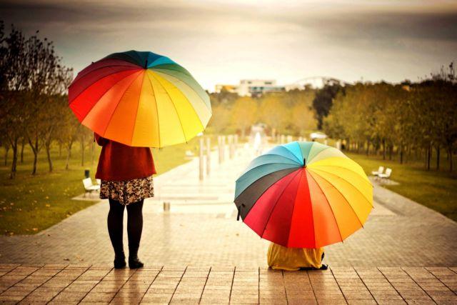 Οι βροχερές μέρες δεν μας «μαυρίζουν» τη διάθεση | tovima.gr