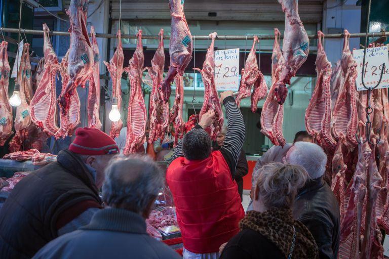 Κατασχέθηκαν 193, 5 κιλά ακατάλληλου κρέατος στον Πειραιά | tovima.gr