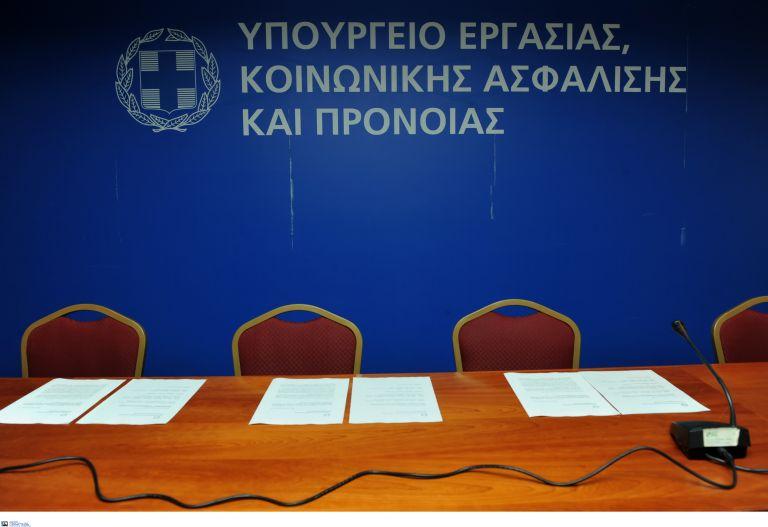 Τι απαντά το υπουργείο Εργασίας στο Οικονομικό Επιμελητήριο | tovima.gr