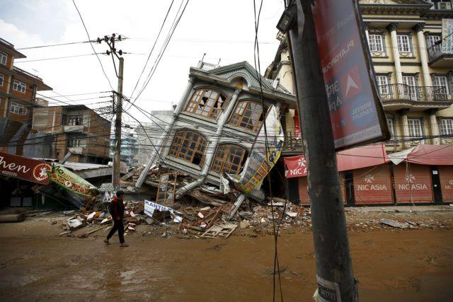 Στο Νεπάλ μιλούν ανοικτά ακόμα και για 10.000 νεκρούς από τον σεισμό | tovima.gr