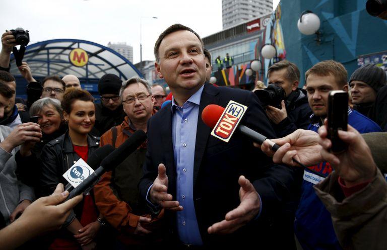 Πολωνία: Νικητής στις προεδρικές εκλογές ο συντηρητικός Αντρέι Ντούντα   tovima.gr