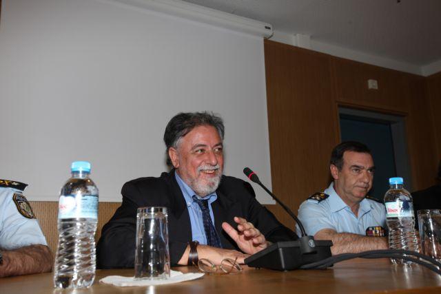 Ραδιοφωνικό σταθμό της ΕΛ.ΑΣ θέλει να λειτουργήσει ο Πανούσης   tovima.gr