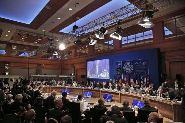 Το NATO ανησυχεί για ρωσικά πυρηνικά στην Κριμαία | tovima.gr