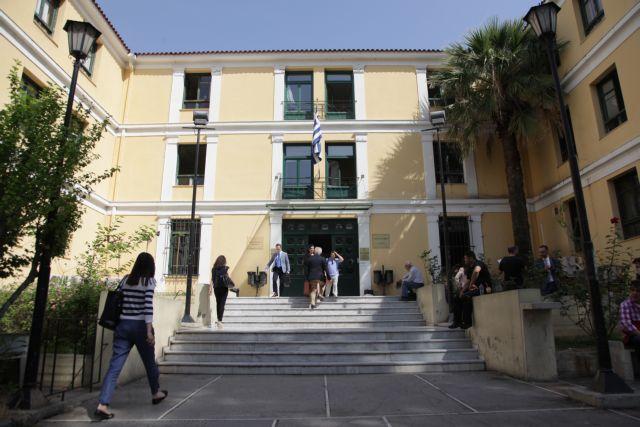 Εκκένωση κτιρίων στα δικαστήρια ύστερα από τηλεφώνημα για βόμβα   tovima.gr