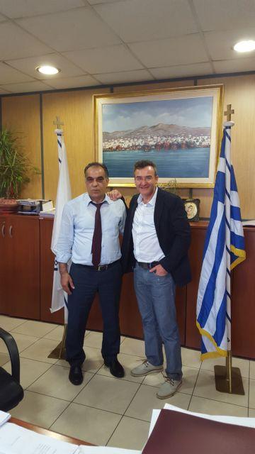 Τα προβλήματα του Περάματος έθεσε ο δήμαρχος στον βουλευτή Ν. Ορφανό | tovima.gr