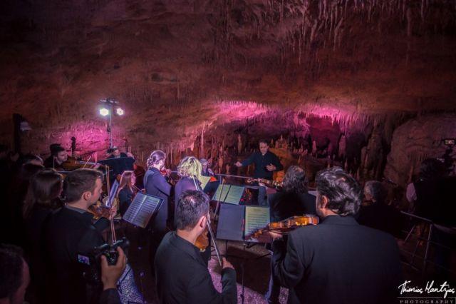 Μουσική εκδήλωση φιλοξένησε η αίθουσα του Σπηλαίου Περάματος Ιωαννίνων | tovima.gr