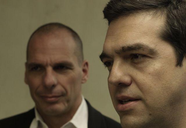 Βαρουφάκης σε Τσίπρα: «Είσαι εντελώς ηλίθιος που δέχθηκες πλεονάσματα 3,5%;» | tovima.gr