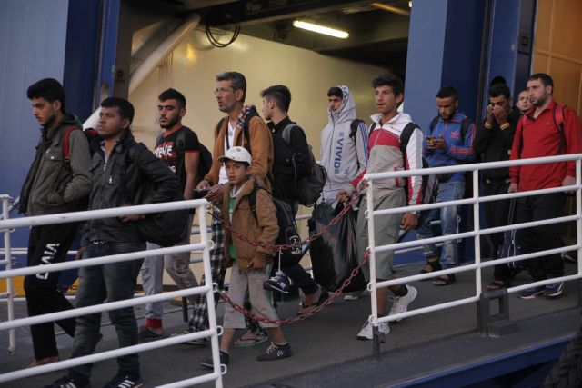 Δύο πλοία με 3.000 μετανάστες έφτασαν στον Πειραιά   tovima.gr