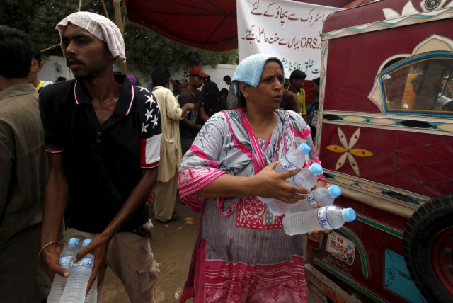 Πακιστάν: Ξεπέρασαν τους 1.000 οι νεκροί από το κύμα καύσωνα | tovima.gr