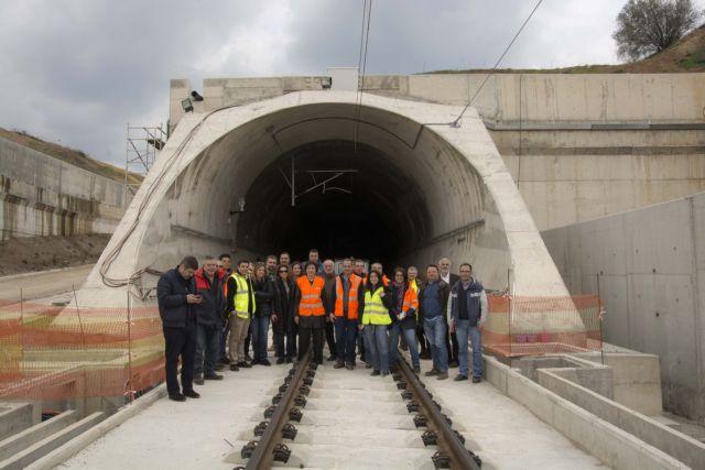 Πρόοδο στα σιδηροδρομικά έργα διαπίστωσε η ΕΤΕπ | tovima.gr