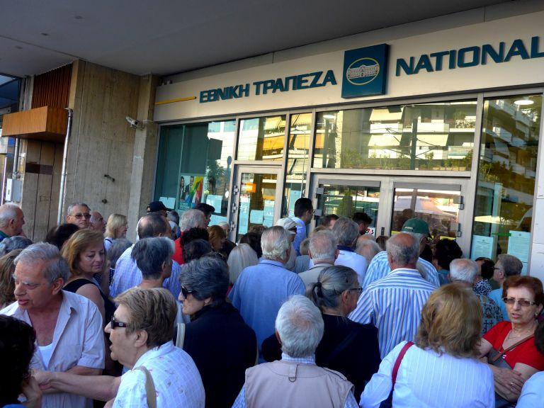 Άρχισαν να δέχονται και καταθέσεις Eurobank και Εθνική Τράπεζα | tovima.gr