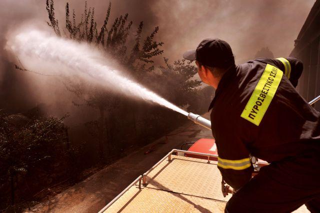Fire Brigade sets wildfire in Achaia 'under control' | tovima.gr