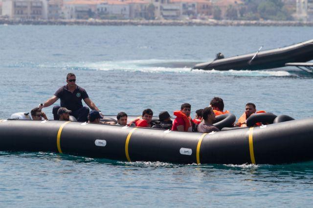 Δεκάδες μετανάστες εντοπίστηκαν σε ιστιοφόρο και φορτηγό όχημα στην Κυπαρισσία | tovima.gr