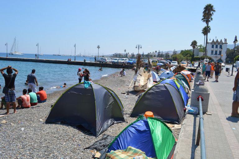 Σε κατάσταση πολιορκίας η Κως – Για κίνδυνο ανεξέλεγκτων καταστάσεων προειδοποιούν δήμαρχος και αστυνομικοί | tovima.gr
