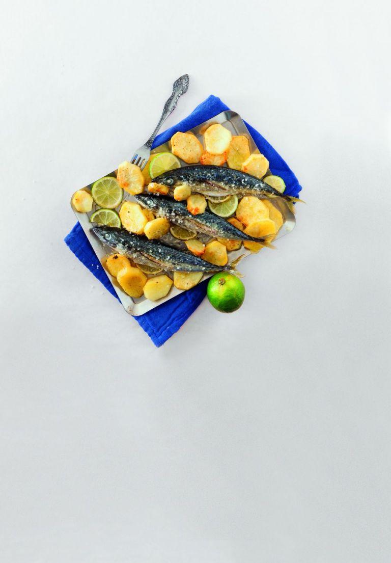 Κολιός με πατάτες, λάιμ και θυμάρι | tovima.gr