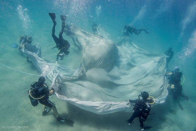 Χορεύοντας κάτω από το νερό | tovima.gr