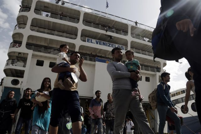 Over 3,000 refugees arrived in Piraeus on Tuesday morning | tovima.gr