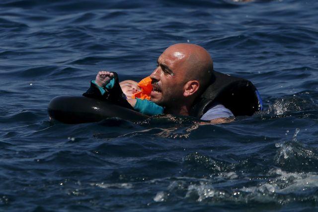 Οι συγκλονιστικές εικόνες του Reuters από τους πρόσφυγες στη Λέσβο | tovima.gr