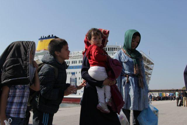 Σχεδόν 5.000 πρόσφυγες αποβιβάστηκαν το πρωί στον Πειραιά | tovima.gr