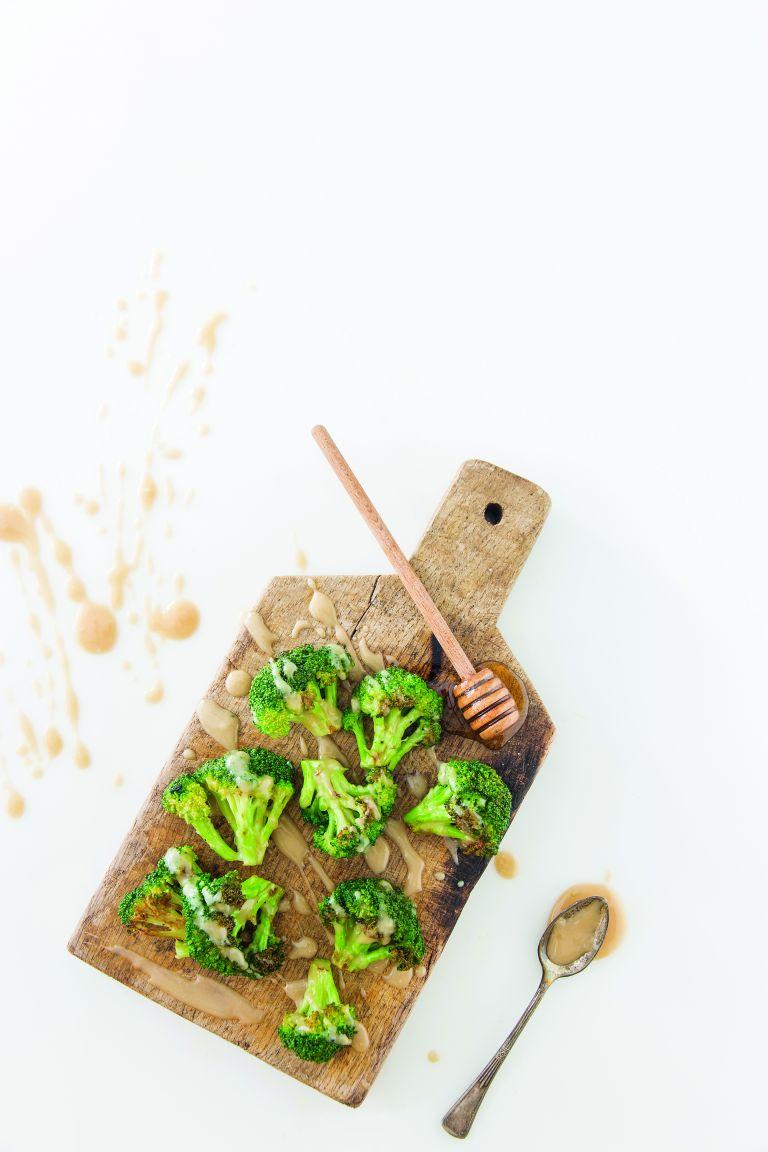 Σαλάτα με μπρόκολο και σος ταχινιού | tovima.gr