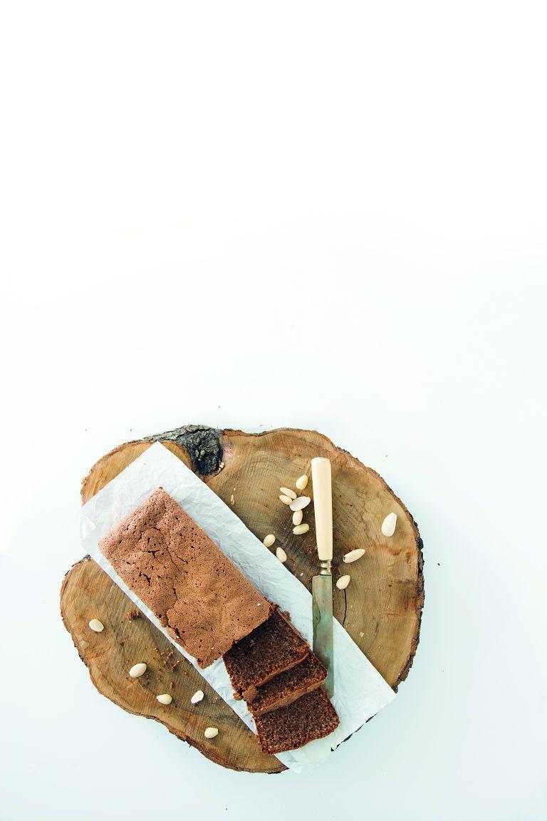 Κέικ με χαρουπάλευρο και πούδρα αμυγδάλου   tovima.gr