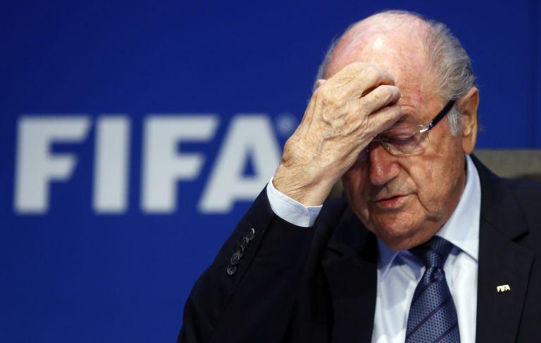 FIFA: Αποβάλλεται από πρόεδρος της Ομοσπονδίας ο Μπλάτερ | tovima.gr