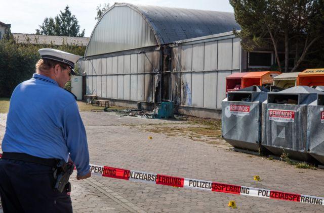 Γερμανία: Διαδηλώσεις- πυρπολήσεις κέντρων υποδοχής προσφύγων | tovima.gr