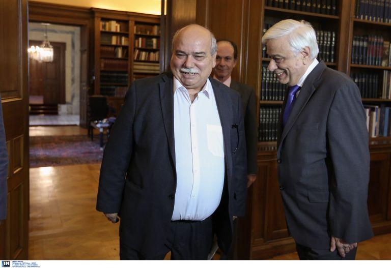 Παυλόπουλος σε Βούτση: Εύχομαι  να είστε πρόεδρος όλων των βουλευτών | tovima.gr