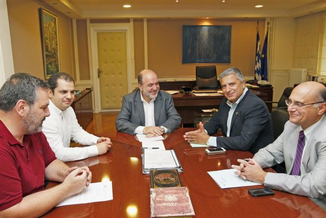 Αλεξιάδης: Ειδικό καθεστώς για την πληρωμή των ιατρικών επισκέψεων με κάρτα   tovima.gr