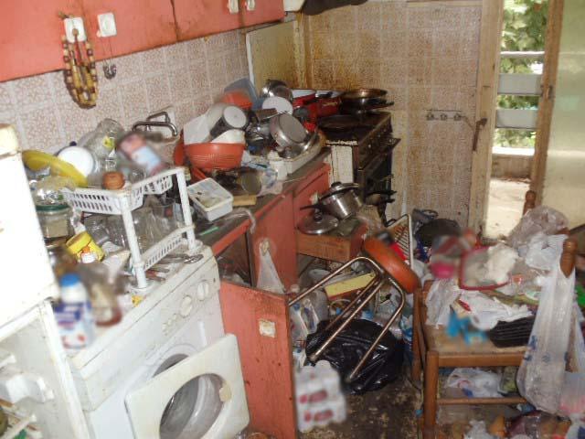 Θεσσαλονίκη: Είχε μετατρέψει το σπίτι του σε σκουπιδότοπο | tovima.gr