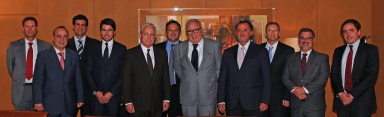 Επίσκεψη του Πρέσβη των ΗΠΑ David Pearce στην Intracom | tovima.gr