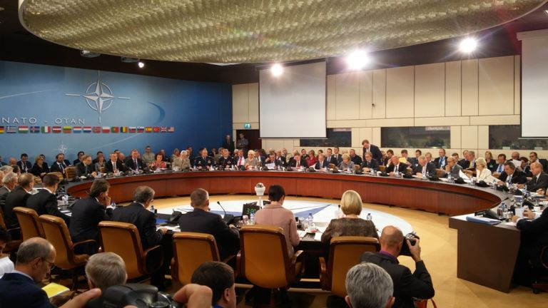 NATO: Η ρωσική υποστήριξη στον Άσαντ παρατείνει τον πόλεμο | tovima.gr
