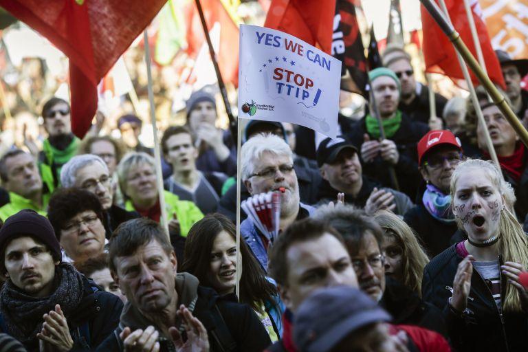 Βερολίνο: Διαδήλωση κατά της συμφωνίας ελευθέρου εμπορίου μεταξύ ΕΕ-ΗΠΑ | tovima.gr