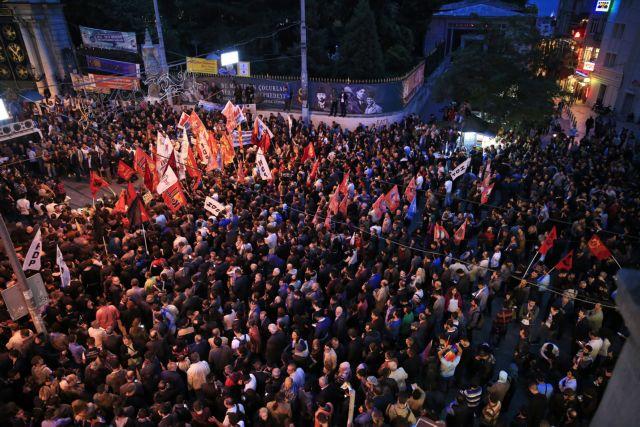 Η Ευρώπη διαδηλώνει κατά του Ερντογάν μετά το μακελειό στην Άγκυρα | tovima.gr