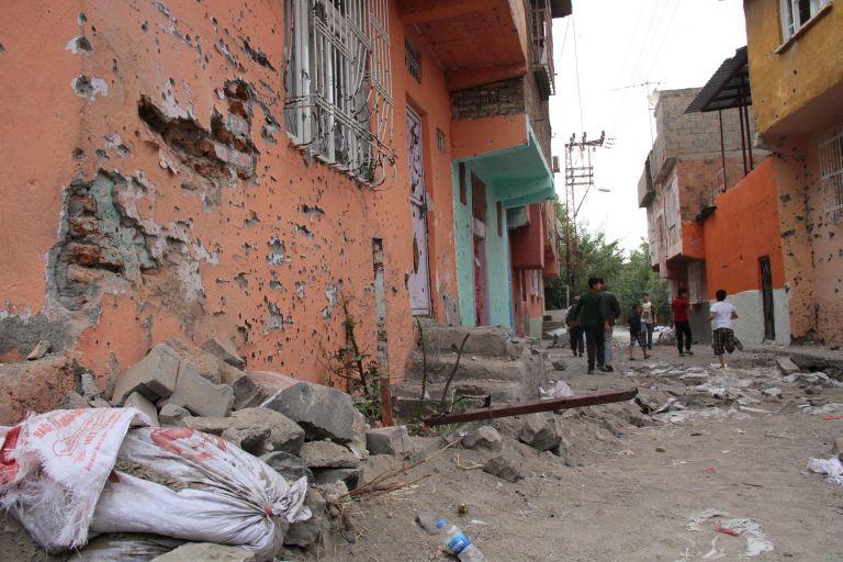 Ντιγιαρμπακίρ: Νεκροί δύο αστυνομικοί και επτά τζιχαντιστές | tovima.gr