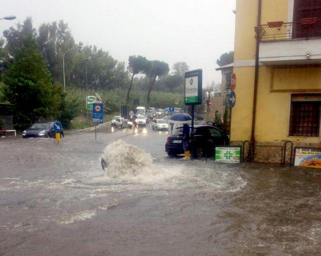 Παραδομένη στις πλημμύρες η νοτιοανατολική Ιταλία | tovima.gr