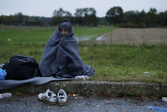 Τα σύνορα με την Σερβία άνοιξε η Κροατία, περνούν χιλιάδες πρόσφυγες | tovima.gr