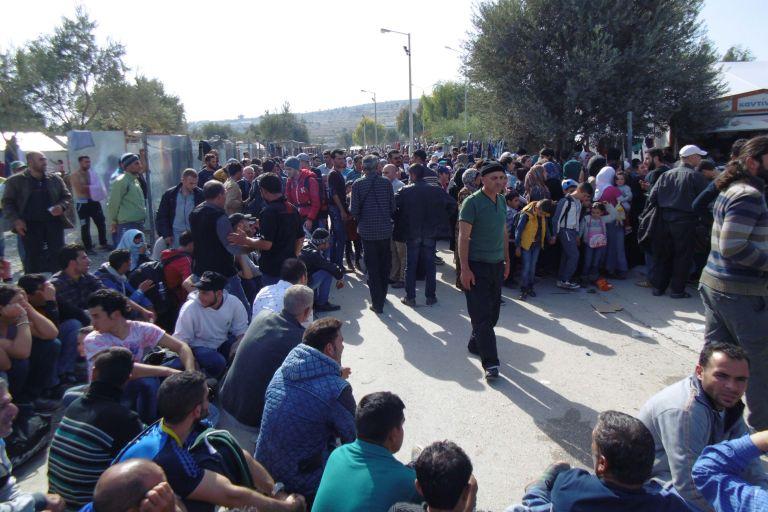 Spiegel: Η Κομισιόν  ζητά «hot spot» περίπου 50.000 προσφύγων στην Αθήνα | tovima.gr