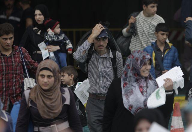 1706 πρόσφυγες έφτασαν στο λιμάνι του Πειραιά | tovima.gr