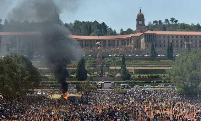 Ν.Αφρική: Συγκρούσεις φοιτητών – αστυνομίας | tovima.gr