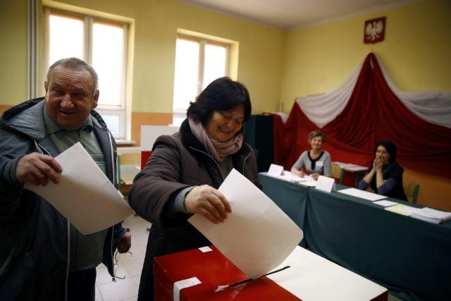 Πολωνία: Προηγείται το ευρωσκεπτικιστικό κόμμα | tovima.gr