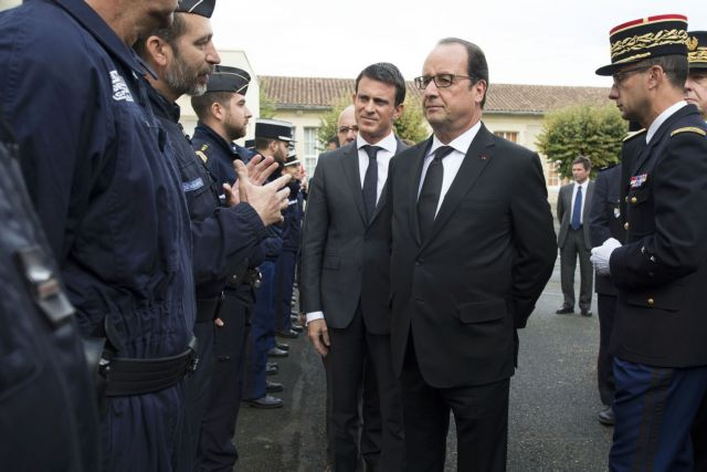 Φόρο τιμής στα θύματα του τροχαίου στη Γαλλία απέτισε ο Ολάντ | tovima.gr